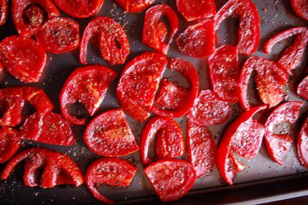Bruschetta con brie e pomodori speziati