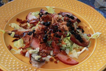 Insalata di pesche e bacon