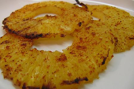 Ananas al pepe di Cayenna grigliato