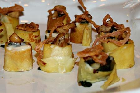 Crepes ai funghi e paprica affumicata con bacon impanato