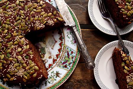 Torta speziata con zenzero, chiodi di garofano, cannella, noce moscata e semi di zucca