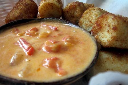 Zuppa brasiliana al pepe di cayenna e con cuore di palma impanato