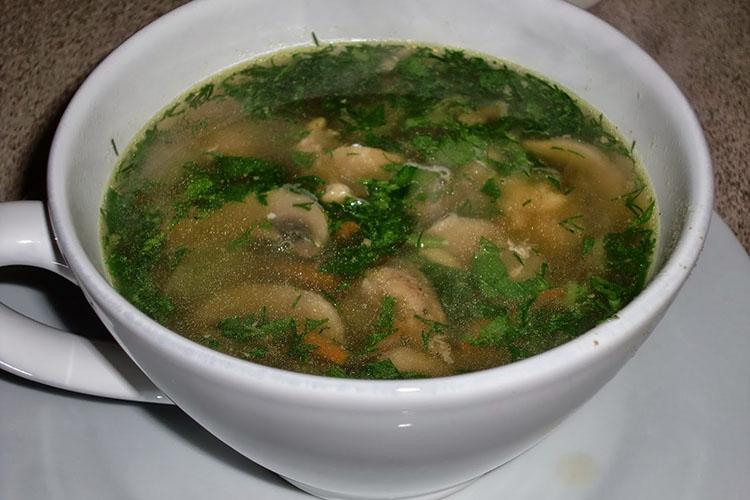 Zuppa di pollo Yemenita con Hawaij