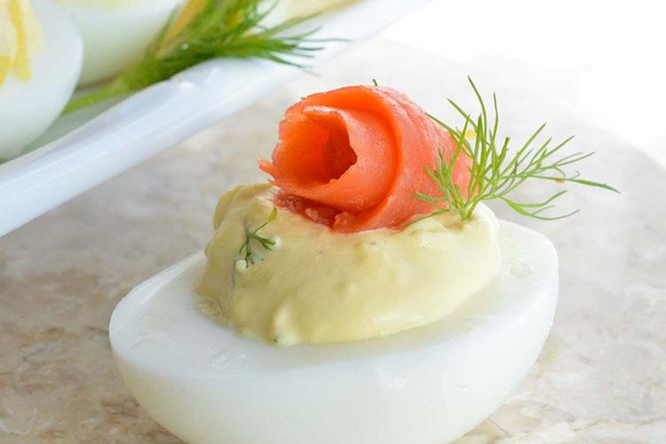uova sode farcite al salmone affumicato